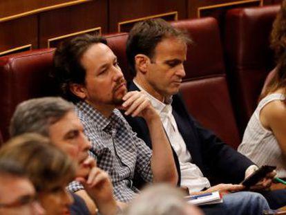 Sánchez arranca el reconocimiento de los parlamentarios liderados por Pablo Iglesias al recordar a la última mujer asesinada en Lugo