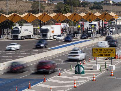 El peaje de La Roca, en Barcelona, con las barreras levantadas tras concluir la concesión a la empresa gestora.