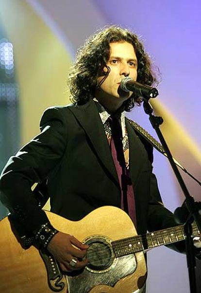 El cantante argentino Coti, Premio Ondas al mejor artista latino, en su actuación de esta noche.