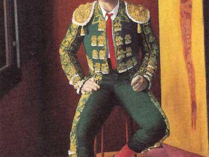 Retrato de Pedro Almodóvar con traje de luces, peineta y puro habano, de 200 por 107 centímetros, de Daniel Quintero.