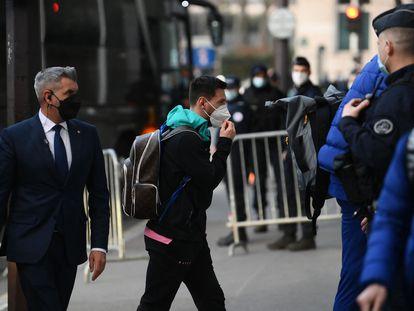 Messi, a la llegada del Barcelona al hotel de París.