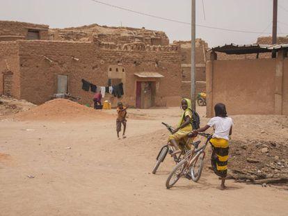 El barrio antiguo de Agadez también forma parte del patrimonio mundial y en él se respira una cierta desazón, a la vez que esperanza.