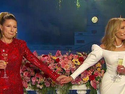 Anne Igartiburu y Ana Obregón, durante la retransmisión de las campanadas de La 1.
