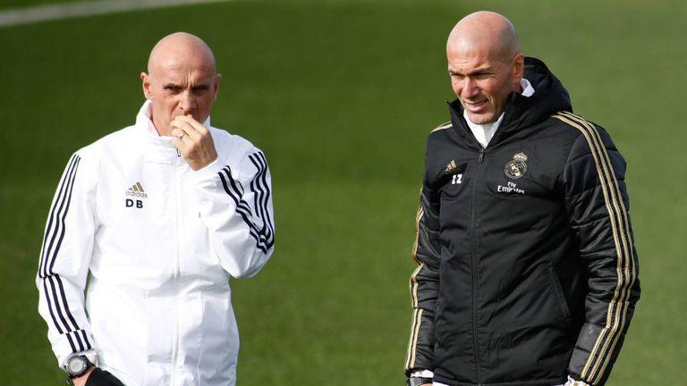 David Bettoni y Zinedine Zidane, en un entrenamiento del Real Madrid en Valdebebas.
