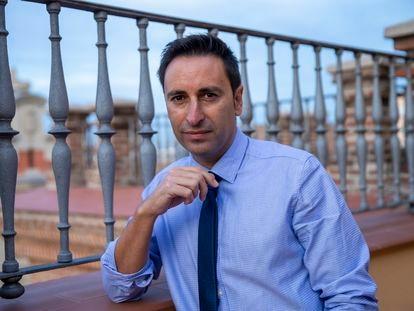 Javier Luengo, consejero de Políticas Sociales, Familias, Igualdad y Natalidad de la Comunidad de Madrid posa en la Consejería en Madrid.