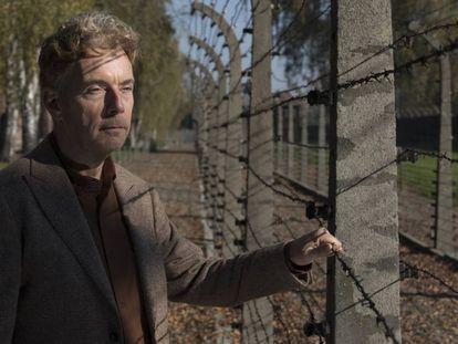Melcher de Wind, hijo del autor de 'Auschwitz última parada', en el campo de exteminio.