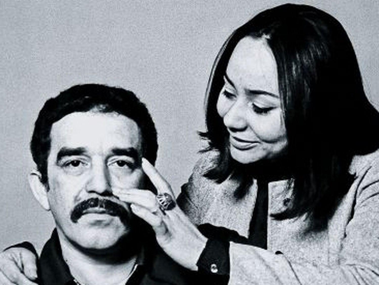El escritor, con su mujer, Mercedes Barcha, en Barcelona en 1969.