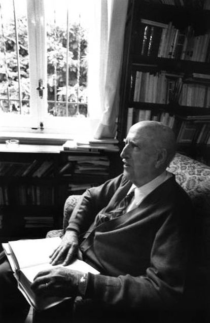 Vicente Aleixandre, en su casa el día en que se anunció su Premio Nobel de Literatura, el 6 de octubre de 1977.