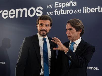 El presidente del PP, Pablo Casado, y el expresidente del Gobierno José María Aznar, en la convención itinerante del PP, este jueves en Sevilla.