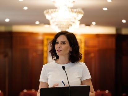 La presidenta de la Comunidad de Madrid, Isabel Díaz Ayuso, durante la visita a Villaviciosa de Odón, el 23 de julio.