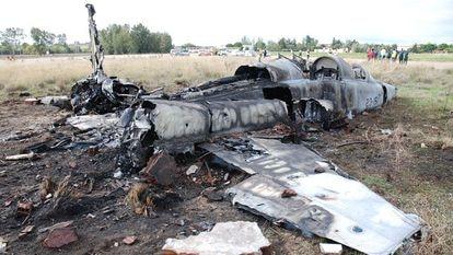 Restos del caza F-5 accidentado el 2 de noviembre de 2012 en la base aérea de Talavera la Real (Badajoz).