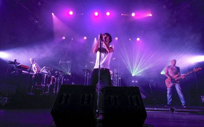 Pucho, vocalista de Vetusta Morla, durante un concierto en 2011.
