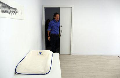 Pablo Iglesias, antes de comparecer ante los medios de comunicación.