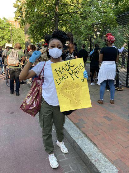 La estudiante Jasmine Washington se manifiesta en Washington D.C.