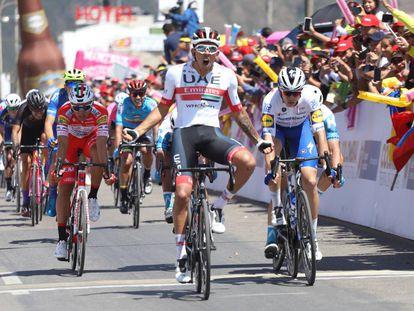 Juan Sebastian Molano, de Emirates, al ganar la segunda etapa del Tour Colombia.