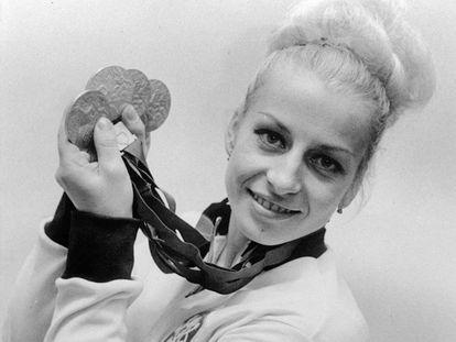 Vera Caslavska con las cuatro medallas de México 68.