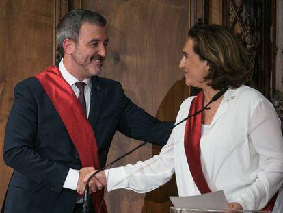 Jaume Collboni y Ada Colau, durante la toma de posesión en el Ayuntamiento.