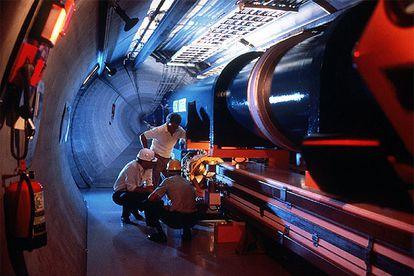 Ensayo de un acelerador en el Laboratorio Europeo de Física de Partículas, en Ginebra, en 1997.