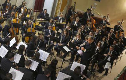 Zubin Mehta dirigiendo a la Unió Musical de Llíria el pasado viernes.