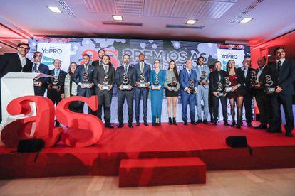 Los premiados, junto a representantes del Diario AS y del grupo Prisa.