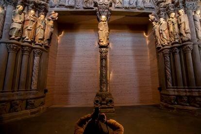 Reinauguración de las visitas del Pórtico de la Gloria de la catedral de Santiago tras permanecer cerrado por la pandemia en pleno año Santo, Xacobeo 2021. Óscar Corral 14/4/21