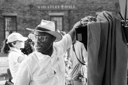 Barry Jenkins, durante el rodaje de 'El ferrocarril subterráneo'.