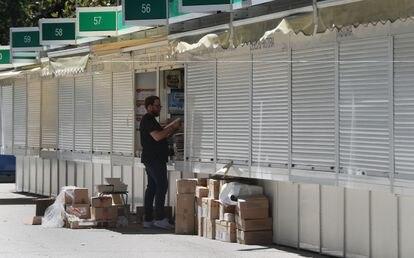 Preparativos de una caseta de la feria, el año pasado.