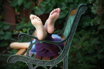 'El niño descalzo' es la crónica de tres infancias.