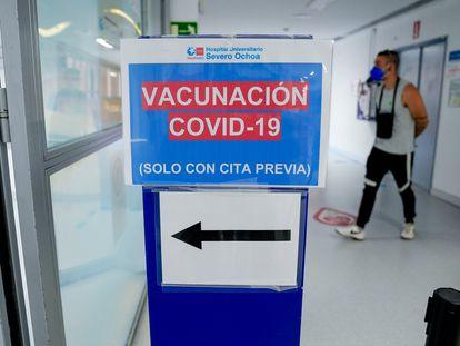 Señal del dispositivo de vacunación en el Hospital Severo Ochoa de Leganés, el 9 de junio de 2021.