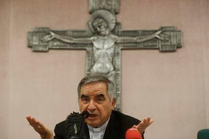 Becciu durante una rueda de prensa en Roma el 25 de septiembre de 2020