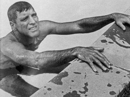 Burt Lancaster, en un fotograma de la película 'El nadador', adaptación al cine de un relato de John Cheever.
