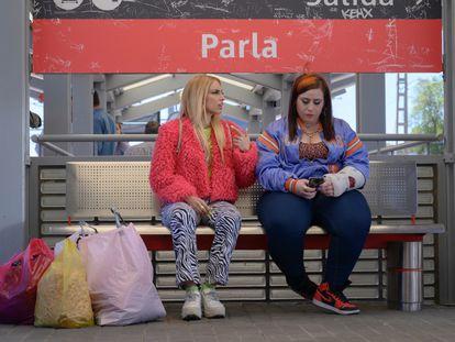 Escena de la serie 'Por H o por B', protagonizada por una chica que responde al estereotipo de 'choni'.