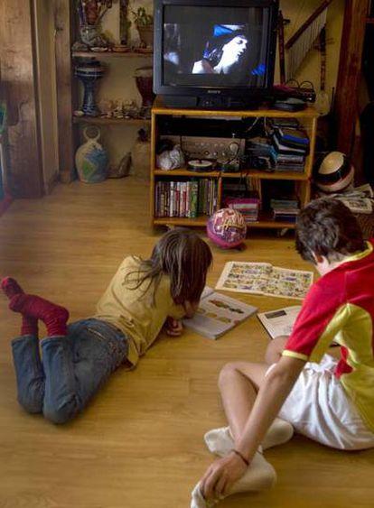 Los menores pueden ver hoy contenidos inadecuados.