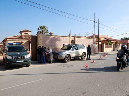 Controles policiales de la Guardia Civil en La Línea de la Concepción (Cádiz), dentro de la operación en la que han detenido a 59 personas de una organización dedicada al narcotráfico.