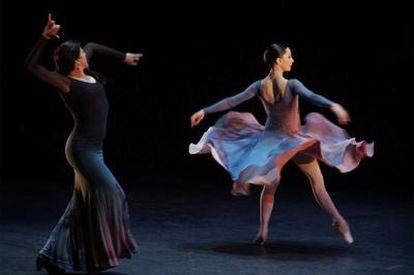 La bailaora María Pagés y la bailarina Tamara Rojo, ayer en el Teatro Real.