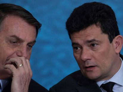 El presidente Bolsonaro (izquierda) y su ministro de Justicia, Sergio Moro, este jueves.