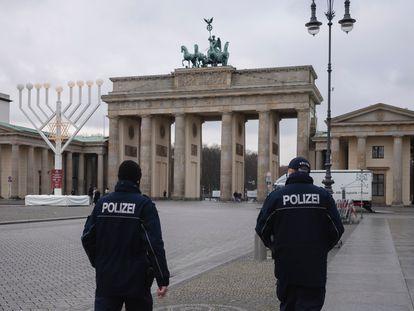 La plaza de París en Berlín, con la puerta de Brandenburgo al fondo, este miércoles al entrar en vigor las restricciones en Alemania.