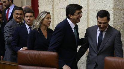 Juan Marín y Juan Manuel Moreno durante la sesión de constitución del Parlamento Andaluz.