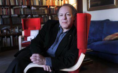 Javier Marías, fotografiado en su casa de Madrid.