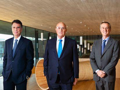 Desde la izquierda, Jaime Guardiola, Josep Oliu y César González-Bueno, en una imagen facilitada por el Sabadell.
