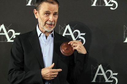 José Luis Alcaine, con la Medalla de Oro de la Academia de Cine.