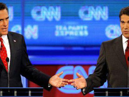 Mitt Romney (Izq.) y Rick Perry durante su participación en un debate de candidatos republicanos en Florida en septiembre pasado