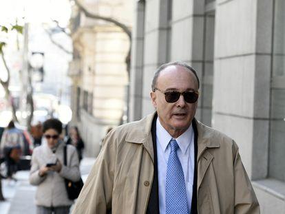 El exgobernador del Banco de España Luis María Linde a su llegada a la Audiencia Nacional para declarar como testigo por el caso del Banco Popular, en Madrid