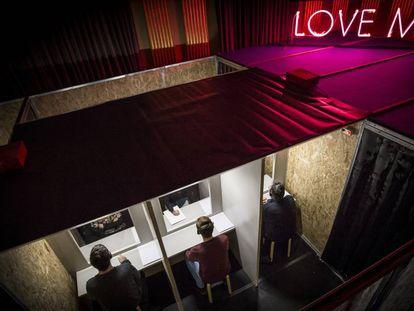 Una imagen de la instalación teatral 'Macho man', en Girona.
