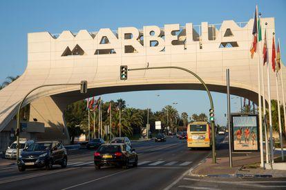 Una de las entradas de la ciudad de Marbella. / GARCÍA-SANTOS