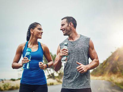 Beber poca agua y otros cinco fallos en la dieta que pueden acabar en lesión si haces deporte