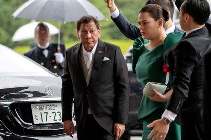 El presidente de Filipinas, Rodrigo Duterte, con su hija, Sara Duterte-Carpio, en una ceremonia del emperador Naruhito de Japón, en Tokio, el 22 de octubre de 2019.