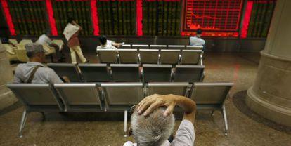 La Bolsa de Pekín sufrió severas caídas a lo largo del mes de agosto, reflejo de la desconfianza de los inversores.