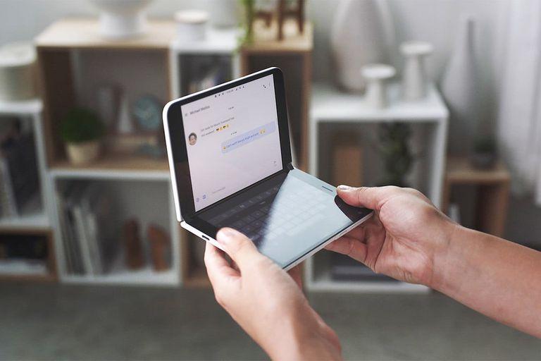 Modelo del móvil Surface Duo de Microsoft.