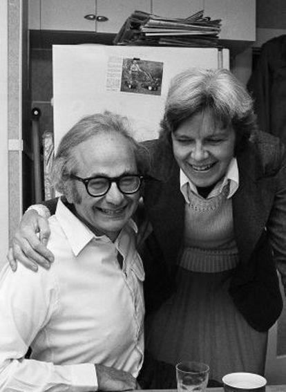 David Hubel con su esposa en 1981, al conocer la noticia de la concesión del Premio Nobel de Medicina.
